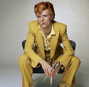 David-Bowie-in-a-mustard--001